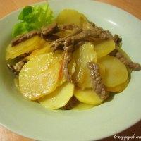 Khoai tây xào thịt bò và cà chua