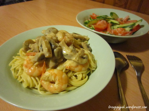 Creamy prawn pasta 1