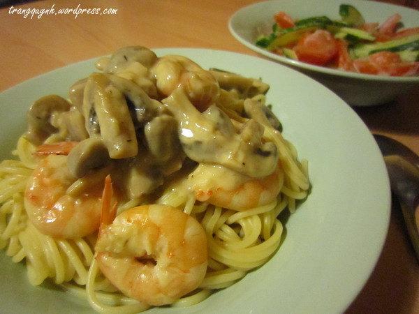 Creamy prawn pasta 2