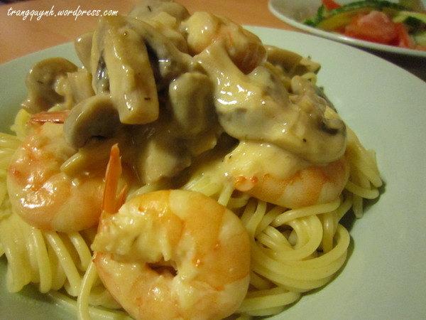 Creamy prawn pasta 3